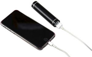 Mit Powerbank die Akkulaufzeit von Handys verlängern und unterwegs aufladen